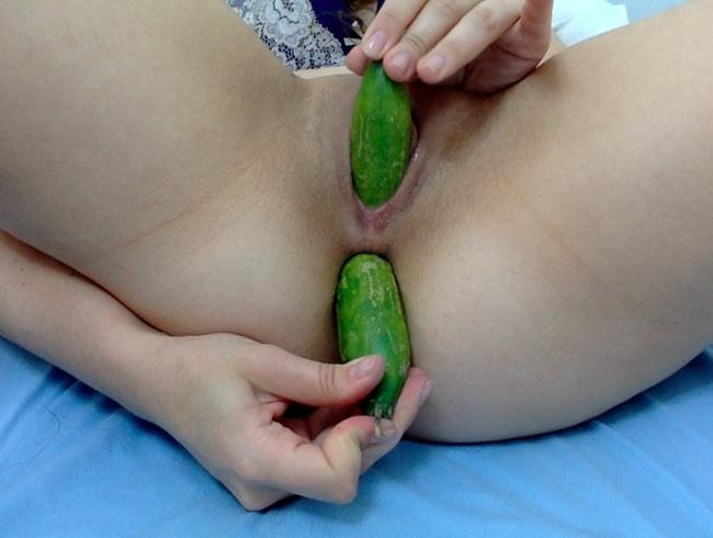 XXXL DILDO 2 27 INCHES WIDE  ATTACHED TO A FUCK MACHINE